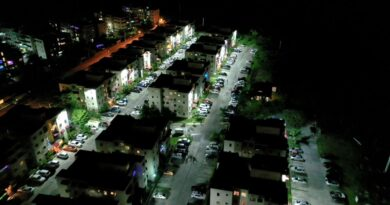 Alcaldía de SDN ilumina sectores con su unidad de electrificación