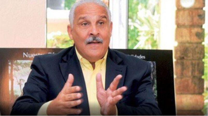 Presidente Observatorio Redes Sociales llama «ignorante» a Jaime David Fernández por llamar débil al presidente Abinader