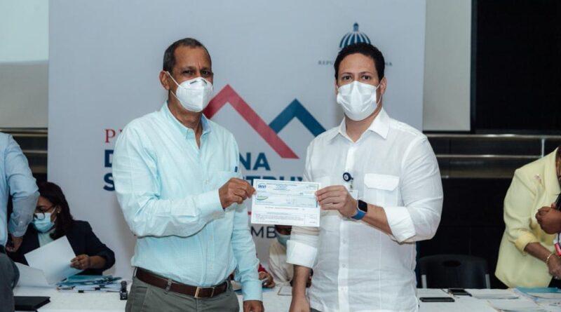 Invi entrega anticipo para continuidad del programa Dominicana de Reconstruye