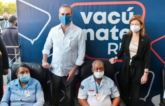 Primera dama explica por qué Abinader no fue el primero en ser vacunado contra el COVID-19