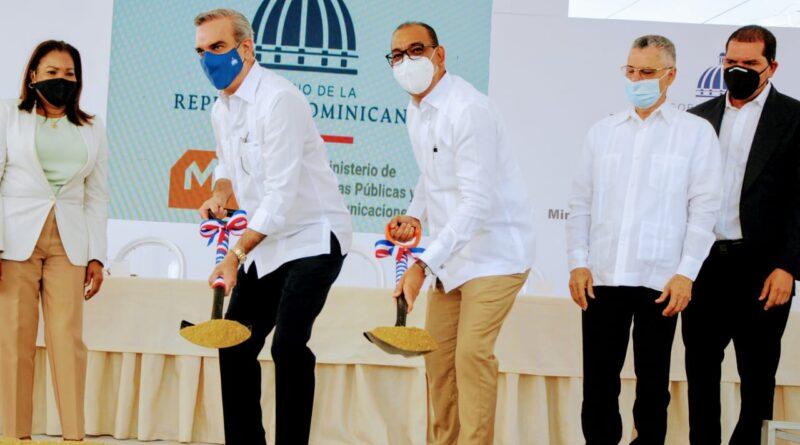 Presidente Abinader da el primer palazo para dejar iniciados los trabajos de ampliación autopista a San Isidro por un monto superior a los 800 millones de pesos