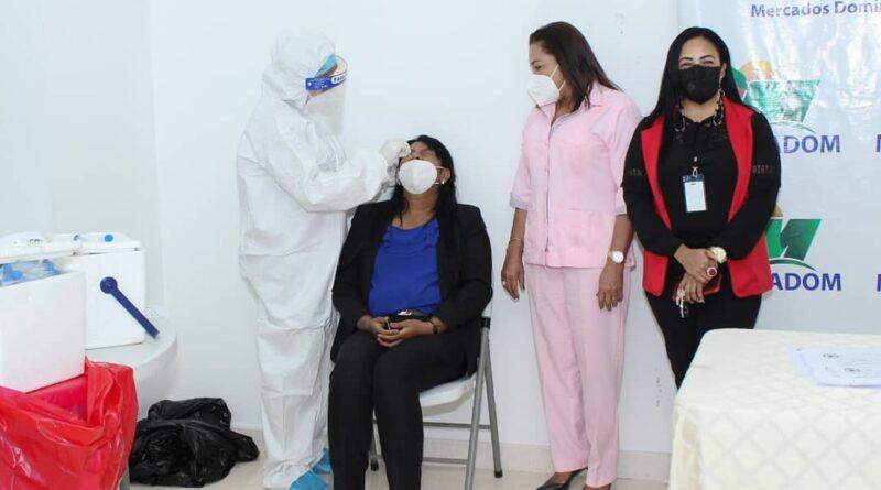Gobernadora Drullard visita MERCA-SD en apoyo jornada de inoculación y pruebas PCR