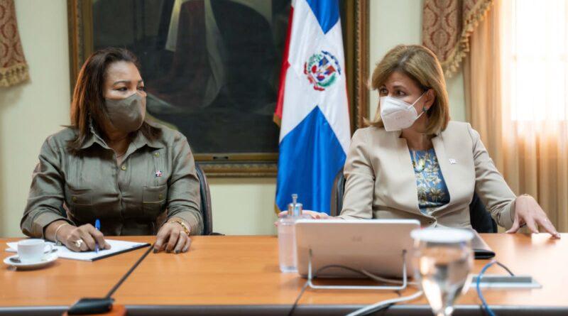 Gobernadora Drullard y vicepresidenta Raquel Peña se reúnen con alcaldes para agilizar plan de vacunación en el Gran Santo Domingo