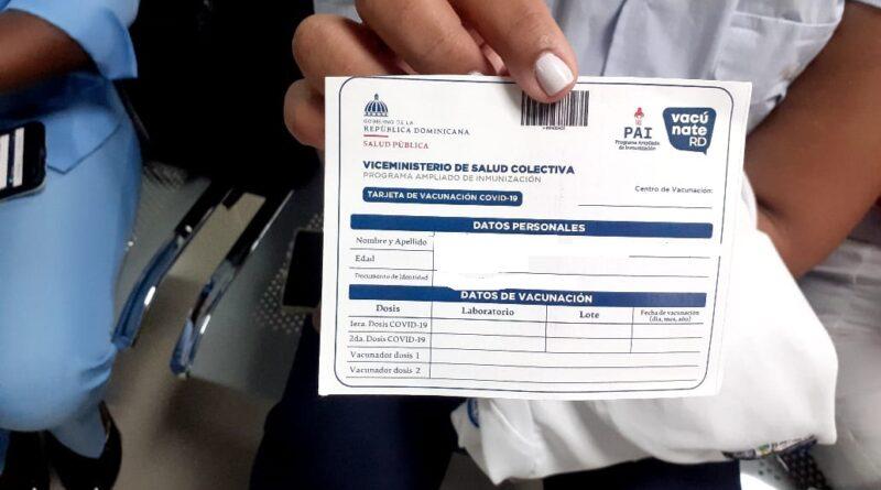 Comercializan tarjeta de vacunación contra el Covid-19 entre RD$ 500 Y 600 pesos