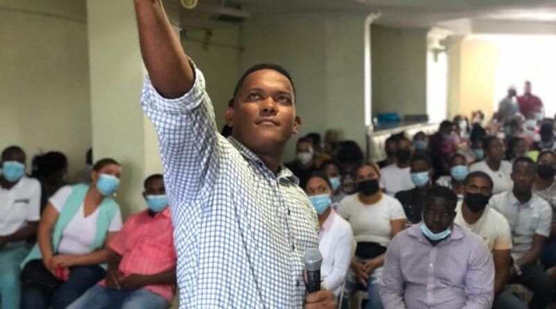 """Aspirante municipal a la presidencia del PRM lanza proyecto """"Renovación Política"""" para impulsar formación académica de jóvenes en SDN"""