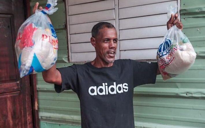 Gobernadora de Santo Domingo asiste a familias afectadas por Fred